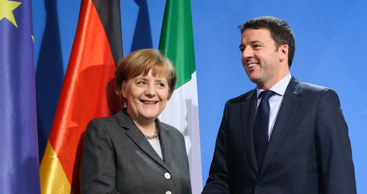 Renzi e Merkel insieme che sorridono
