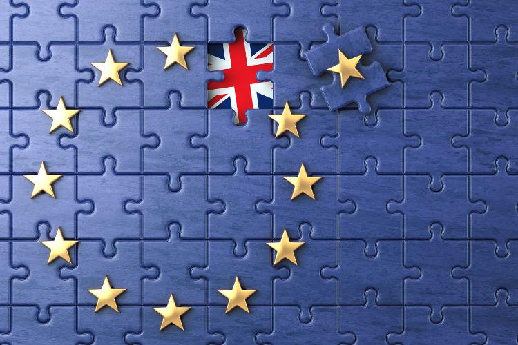 Puzzle con bandiera europea e inglese