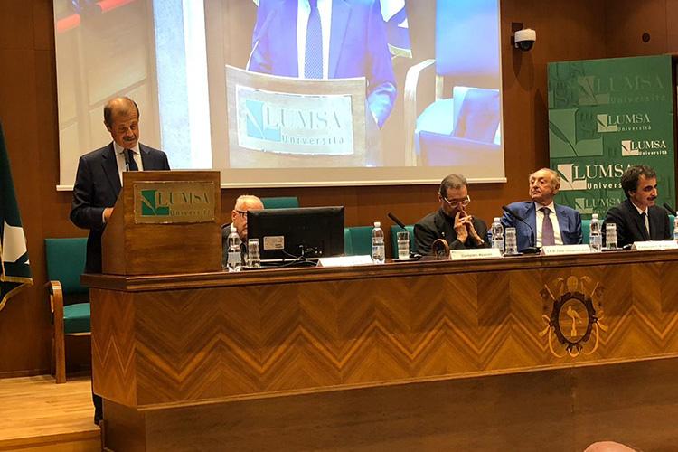 Convegno il futuro che verrà, fila di relatori insieme al magnifico rettore LUMSA Francesco Bonini