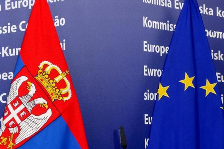 Bandiera Serba e UE