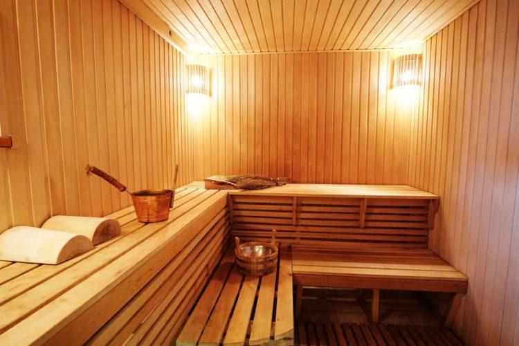 Tipica sauna finlandese in legno