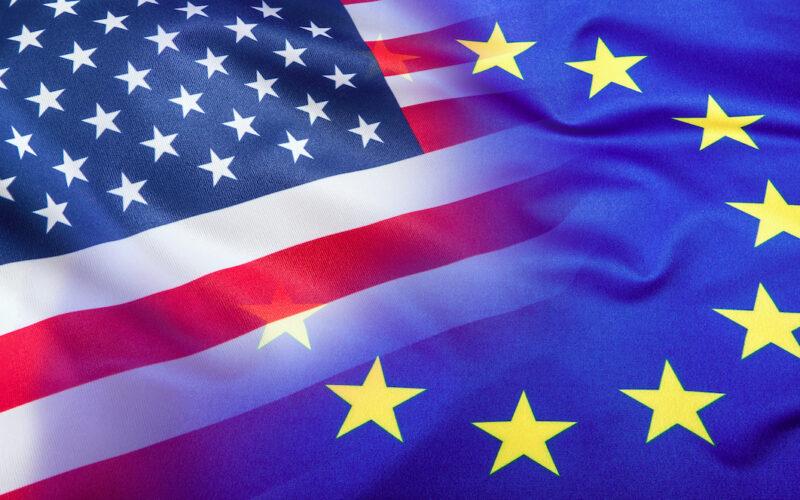 Bandiera USA e UE sovrapposte